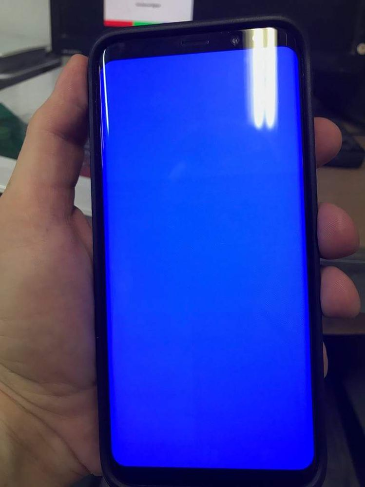 3 tones of blue, one line at the volume down and on on the middle