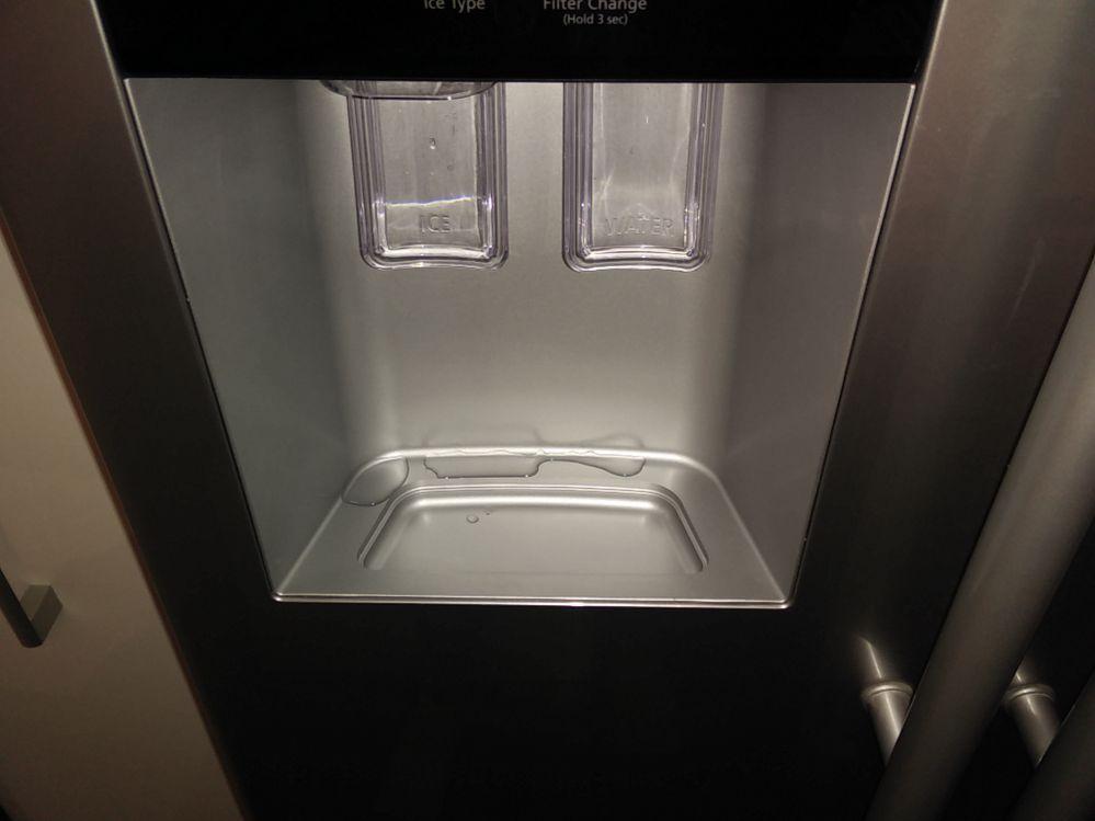 Bosch Kühlschrank Verliert Wasser : Gelöst: side by side rsa1zhpe eiswürfel spender tropft schimmel