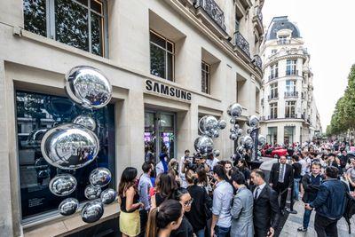#SamsungParis ouvre ses portes au 100, avenue des Champs-Elysées !