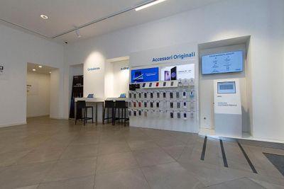 Apre a Como il Samsung Customer Service