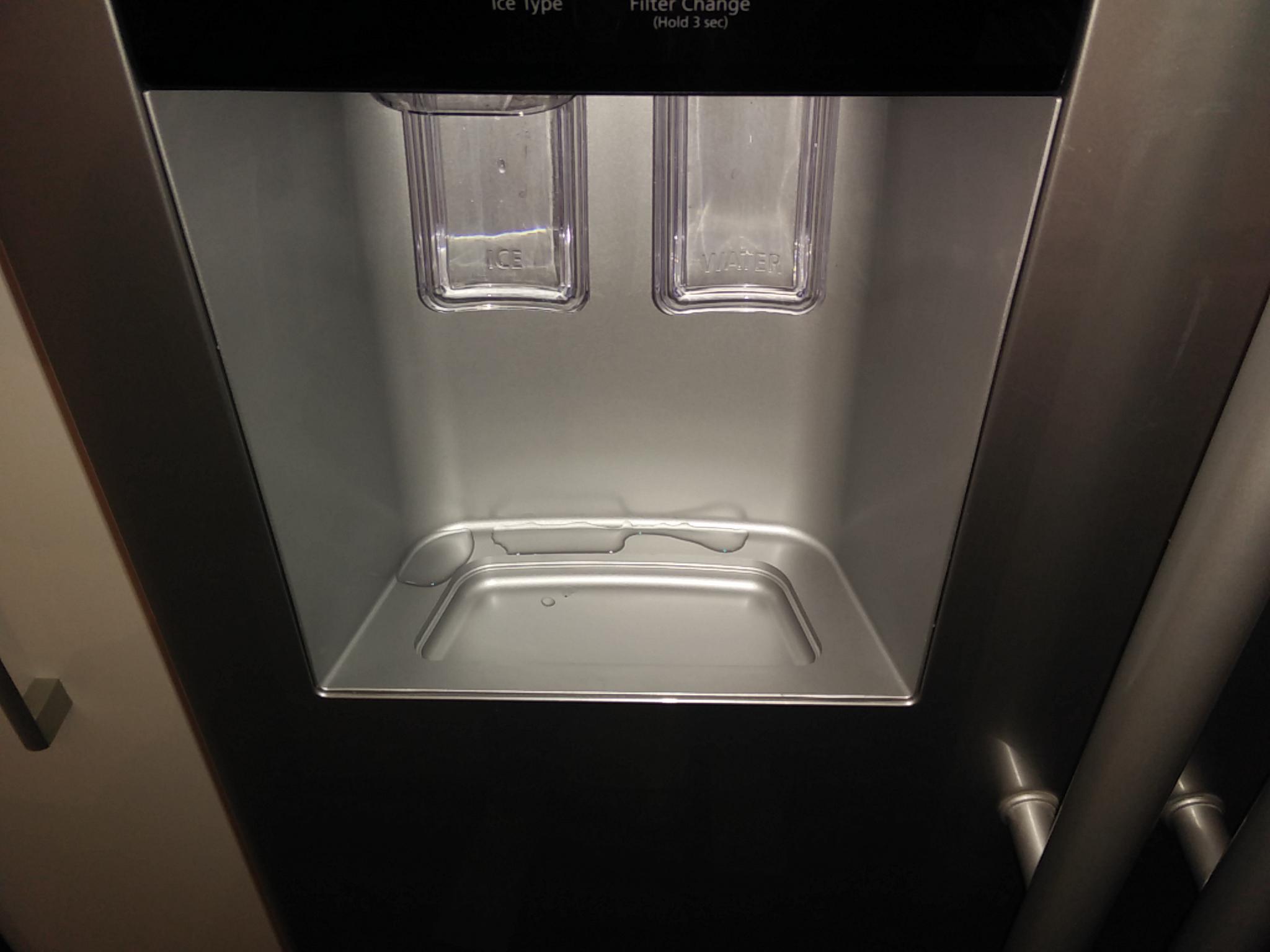Aeg Kühlschrank Wasser Steht : Gelöst: side by side rsa1zhpe eiswürfel spender tropft schimmel